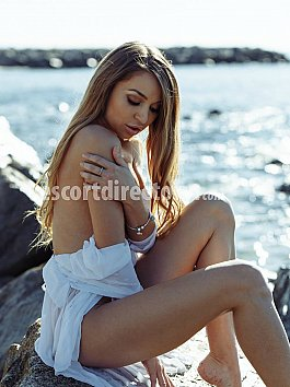 Escort Julia Outcalls