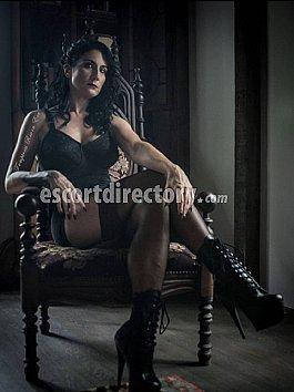 Escort Temptress Raven Eve