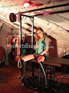 Escort Mistress Nikky French