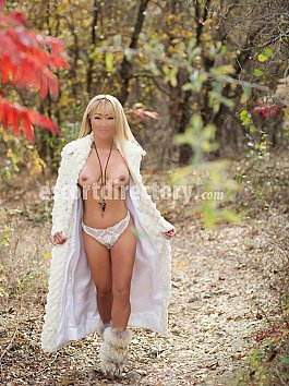 Escort Tia Hart Asian Bombshell